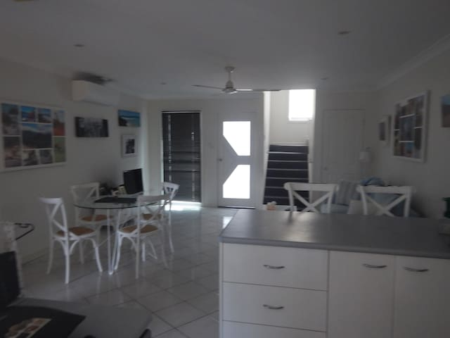 Private ensuite room in townhouse in Noosaville