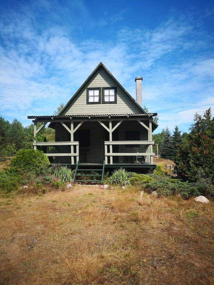 Piękny wygodny domek z cudowną działką przy lesie.