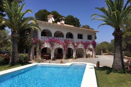 """Villa """"Chalet del Sol"""": Big Apartment with Sunroof - L'Alfas del Pi - アパート"""
