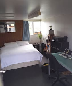 1 room in a 5 bedroom flat - Auckland