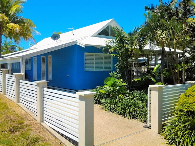 Port Hinchinbrook Beach House (Mountain side)