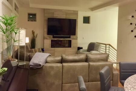 Entire luxury home in Castle Rock