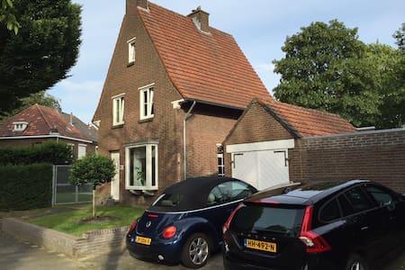 Ruim, luxe en vrijstaand huis in Sittard-Geleen - Geleen