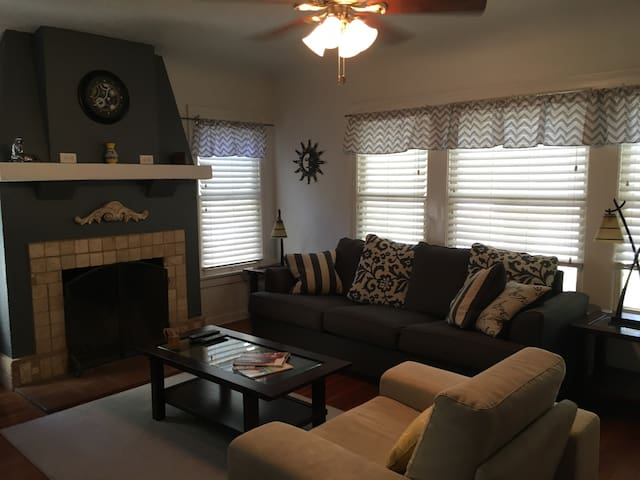 Charming Sunset/Oleander  Duplex - Bakersfield - House