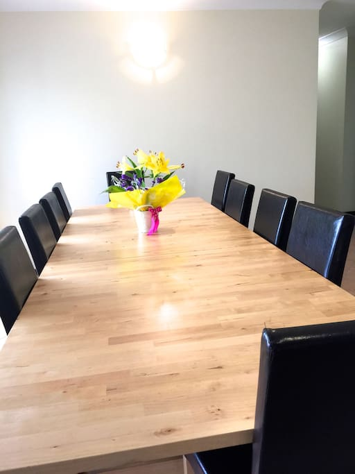10 Seat Dinning Table