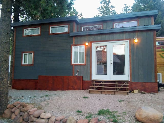 """HGTV's"" Unique and Modern Mountain View Tiny-Home"