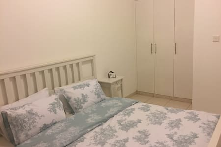 Double bedroom available in the Springs Dubai - Dubai