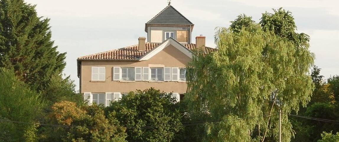 18th century vineyard mansion