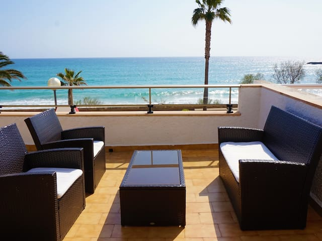 Apartment with terrace by the beach with sea view - Antic 101
