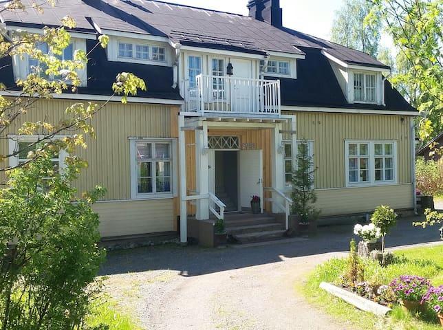 Vanha matkustajakoti Villa Rauhasalo - Hämeenkyrö