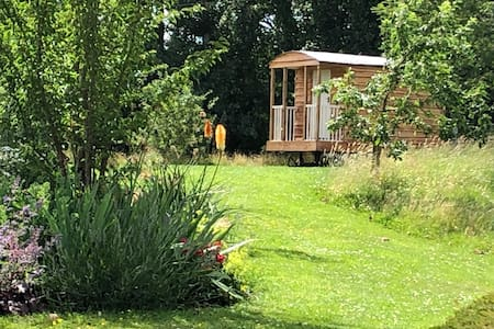 Idyllic shepherds hut in heart of Cotswolds