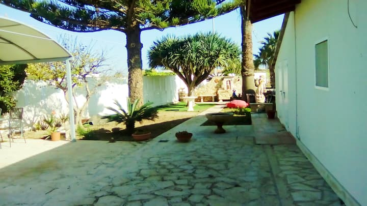 Amazing apt near the beach & garden