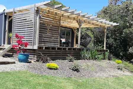 Tui Cabin. Restful, private oasis with rural views