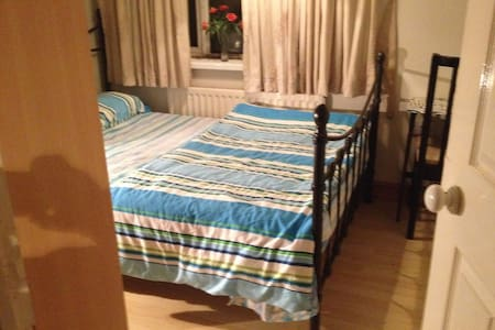 Double bedroom furnished - Crawley