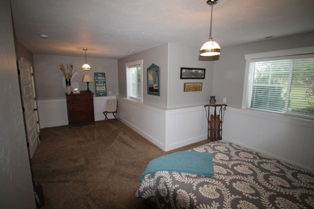 Bedroom 4 - Lower level - queen bed