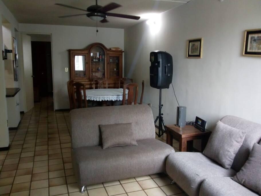 Áreas comunes, sala, comedor y cocina.