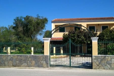 Two cozy apartments full equipted SUMMER VACATIONS - Kavos - Huis