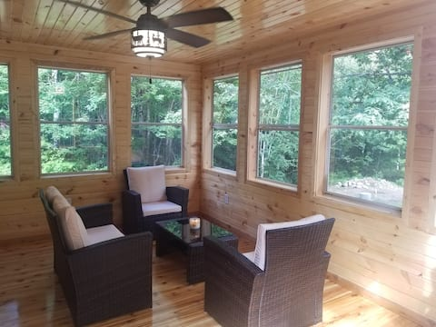 Tainter Cabins -15 miles to Hayward (Northwoods)