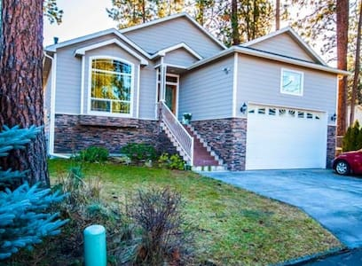 Amazing Private suite w/ rec room and kitchen! - Spokane Valley - House