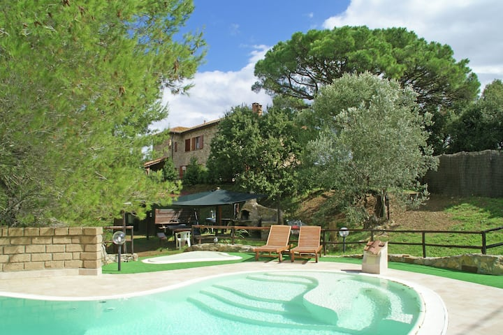 Charming Villa in Suvereto with Jacuzzi