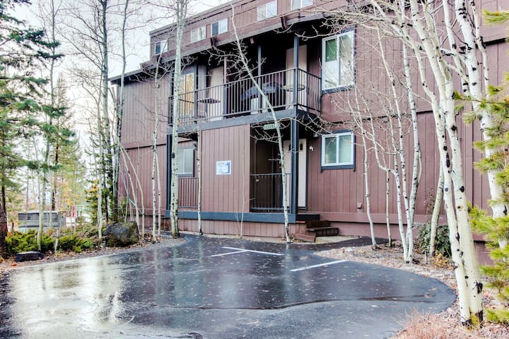 Tahoe City lakeview condo w/shared pool, hot tub, dock access, close lake access