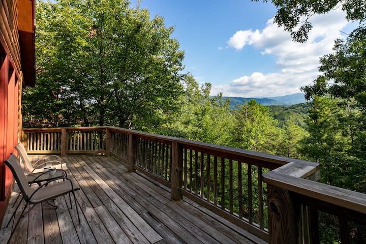 Panoramic Views/Privacy/Hottub!3Beds & Game Room