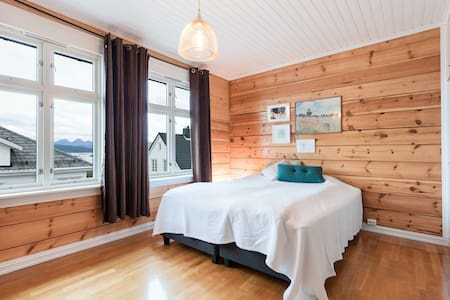 Lovely large wooden villa - Molde - House