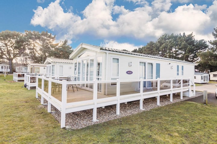 Stunning Lodge with a lake view at a Haven holiday park in Norfolk ref 11003PL