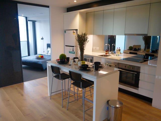 Modern&Stylish 2BR 2BA in CBD (FreeTramZone) - Melbourne - Apartment