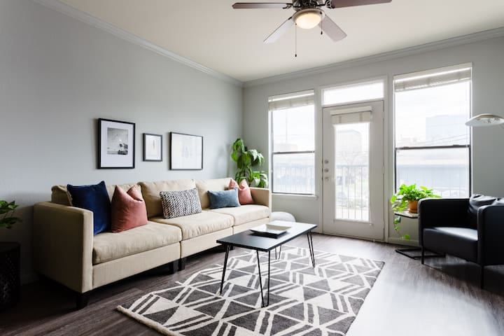 Heart of Downtown - Red River Condo - U2
