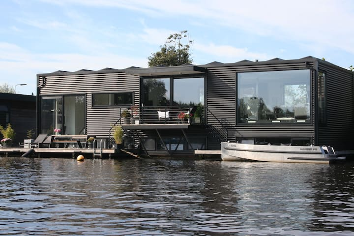 Design houseboat 15 min. from Amsterdam center 6p - Ouderkerk aan de Amstel - Villa