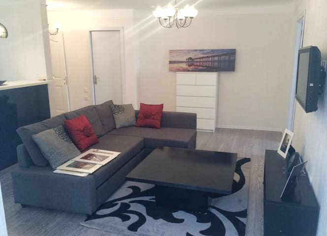 ELEGANT & MODERN 1 BR flat next to the OLD CITY!