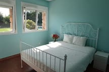 Sunny flowers house No. 3 guest room
