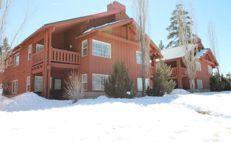 Big Bear Sleeps 8 - Big Bear Lake - Társasház