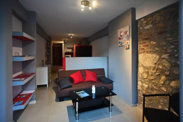 2nd Floor central studio flat