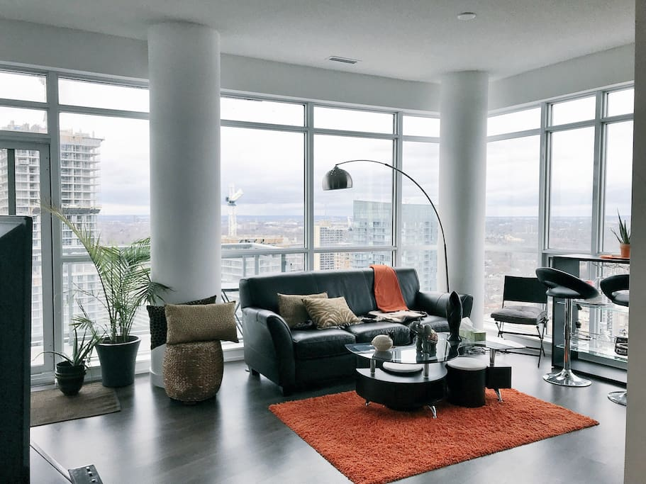 Gorgeous Space with incredible views of Toronto