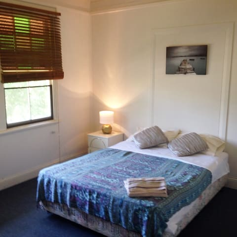 Estreet Guesthouse - short term accommodation - Lismore - Chambres d'hôtes