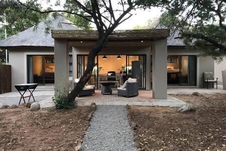 Elephant Lodge 158