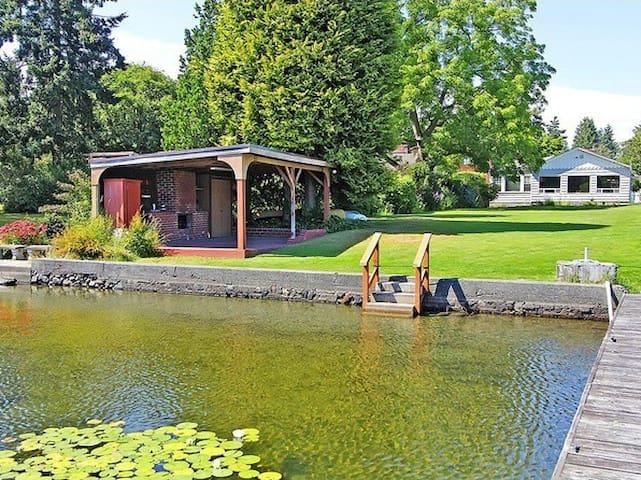 Cozy Lake Bungalow Near Airport & Seattle