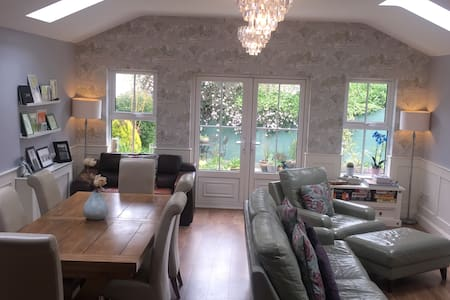 Spacious Family 3 Bedroom House and Garden.