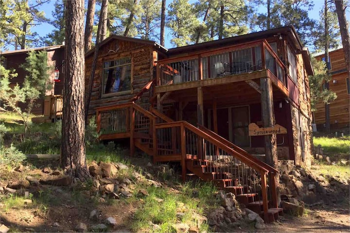 Sprucewood Cabin in the Upper Canyon  Pet friendly