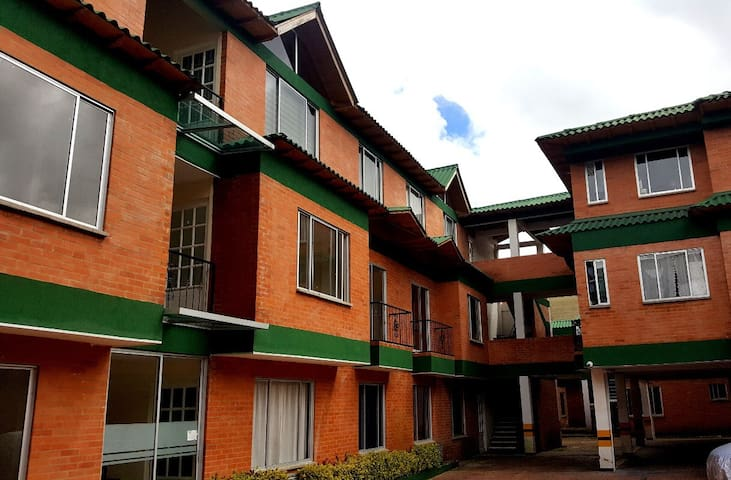 Apartamento en conjunto La Giralda Sopo/Cundina