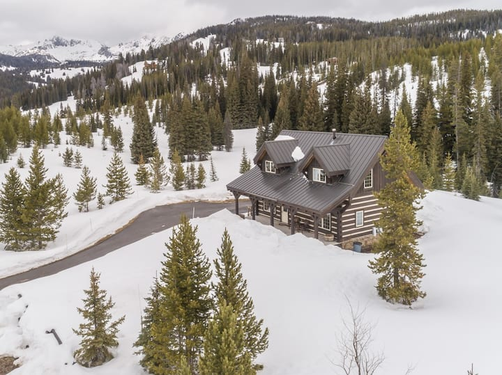 Private Mountain Haven with Sweeping Views and Hot Tub