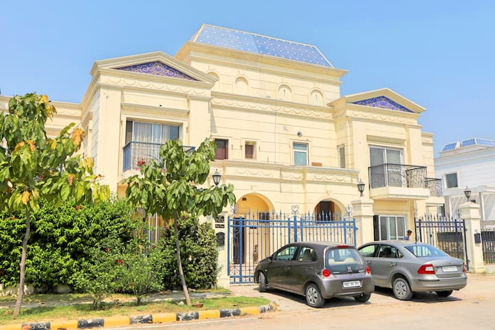Amritsar Homestay w/ Swimming Pool