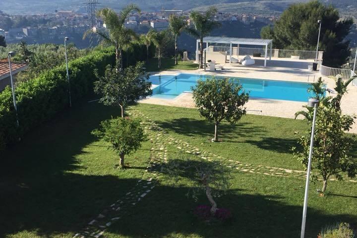 Villa con piscina a Sortino