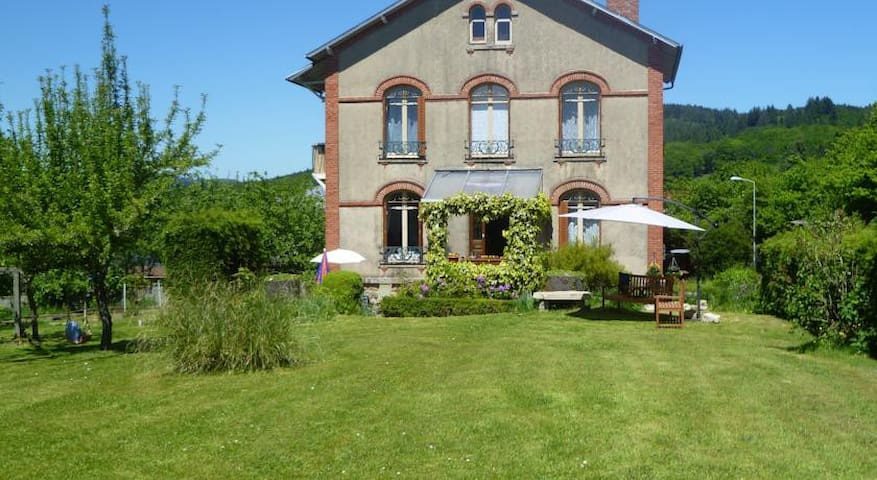 La Maison du Marchand- Double Room - Peyrat-le-Château - Bed & Breakfast