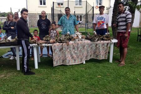 UN ESPACE ADAPTER POUR LES FAMILLES - Bignan - Σπίτι