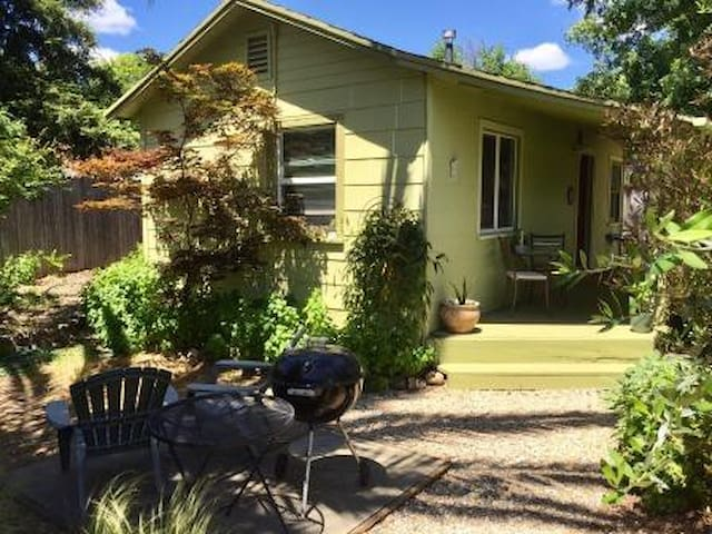 Wine Country Private & Cozy 1 Bed Cottage