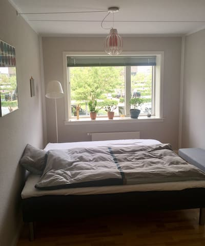 Large room near Tivoli for one or two persons