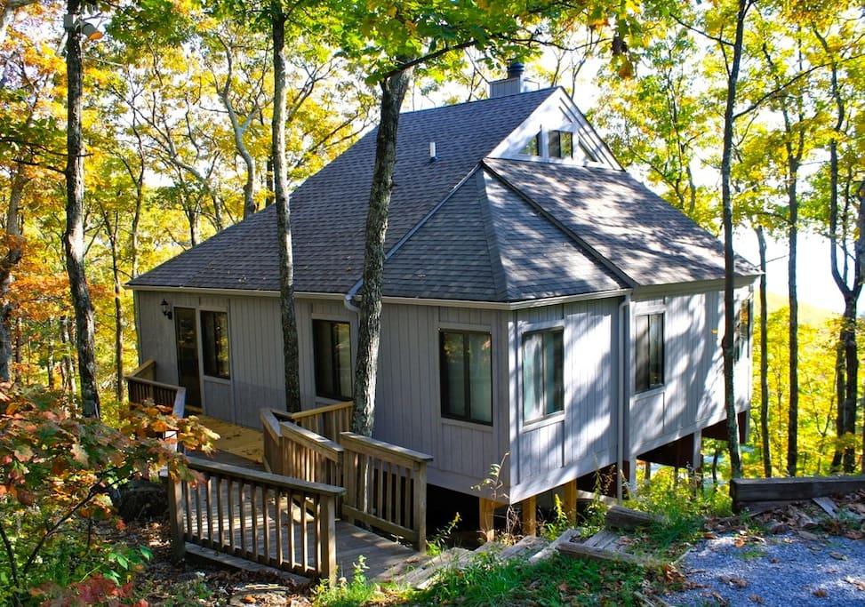 Wintergreen cabin, steps to slopes and resort amenities.